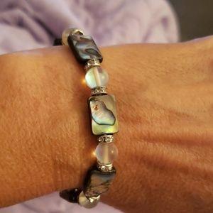 Abalone shell stretch bracelet .